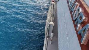 """MSB: """"Gökçeada açıklarında batan teknedeki 2 jandarma personelinden Teğmen Musa Bulut'un naaşı, Sahil Güvenlik Komutanlığı dalgıçları tarafından su altından çıkarılmıştır. Kayıp olan 1 jandarma personelini arama çalışmaları sürüyor."""""""