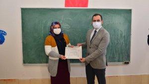 Okuma yazma öğrenen kursiyerlere sertifikaları verildi