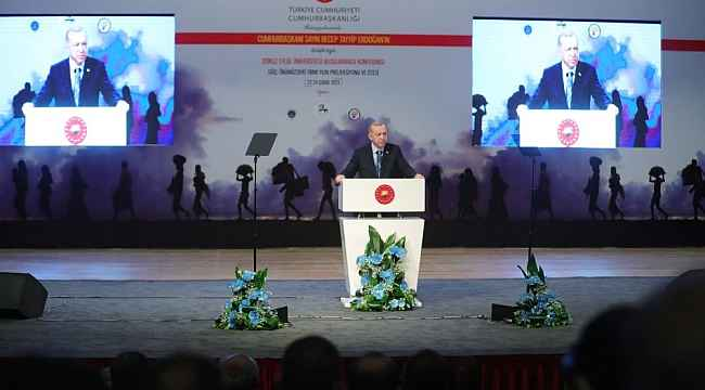 Rektör Aldemir İzmir'de Uluslararası Göç Konferansı'na katıldı
