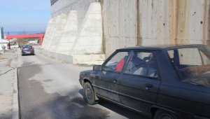 Sinop'ta hastane duvarında tehlike