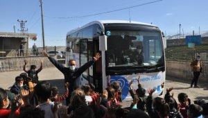 Şırnak'ta köy çocukları 'motivasyon otobüsü' ile stres attı