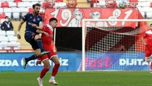Süper Lig: FT Antalyaspor: 0 - Medipol Başakşehir: 0