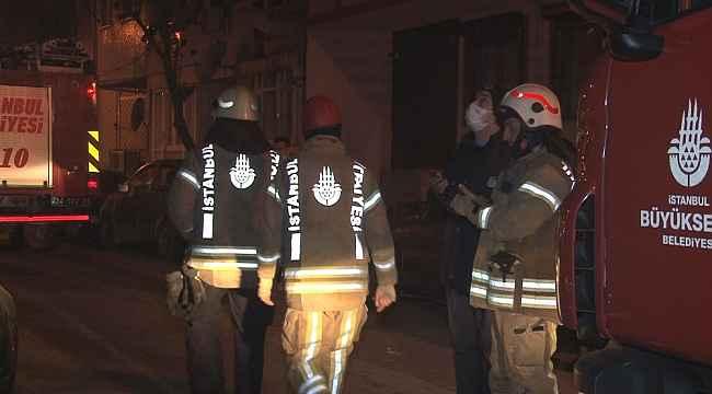 Zeytinburnu'nda bir binanın balkonu çöktü