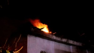 Baca yangını iki katlı evi küle çevirdi