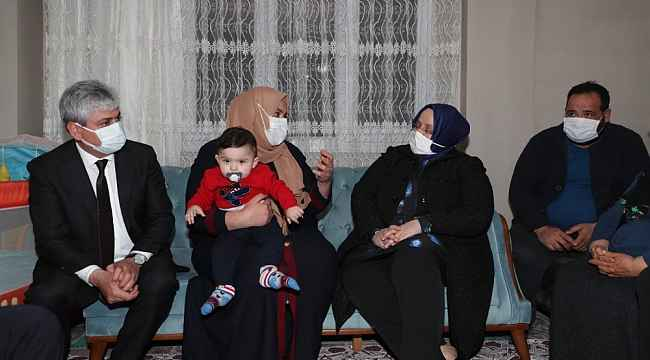Bakan Selçuk beşiz bebekleri ziyaret etti