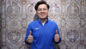 Başarısıyla kadın futboluna ışık tutuyor