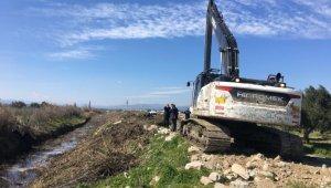 Bekirler'de 5 kilometrelik dere temizlik çalışması yapıldı