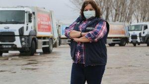 Bu kadınlar yıllardır çöp kamyonunda direksiyon sallıyor