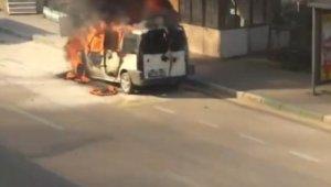 Bursa'da seyir halindeki hafif ticari araç alev alev yandı - Bursa Haberleri