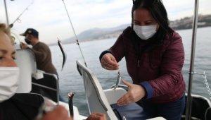 Bursalı kadın girişimci tekne alarak olta balıkçılığı turları düzenliyor - Bursa Haberleri