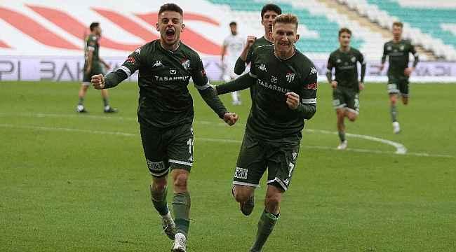 Bursaspor son ana kadar yılmıyor - Yeşil beyazlılar bu sezon son 15 dakikada 11 gol attı - Bursa Haberleri