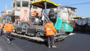 Büyükşehir Belediyesi, Mezitli'nin 3 caddesine sıcak asfalt döktü