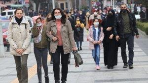 Cumartesi kısıtlaması kalktı, vatandaşlar sokakları doldurdu