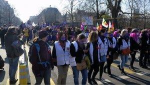 Fransa'da 8 Mart'ta kadınlardan grev