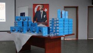 Gölcük'te 64 öğrenciye ücretsiz tablet dağıtıldı