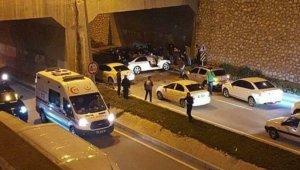 Hatay'da araç beton bloğa çarptı: 2 ağır yaralı