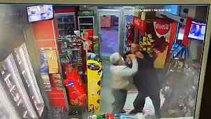 Husumetlisinin boğazına markette bıçak dayadı, dükkân sahibi ve müşteriler kurtardı - Bursa Haberleri
