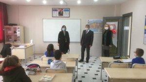 İlçe Milli Eğitim Müdürü Erdoğan, yüz yüze eğitime başlayan okulları ziyaret etti