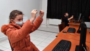 Isparta Belediyesi çocuklara robotik kodlamayı öğretiyor