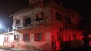 İzmir'de alevlere teslim olan evdeki yaşlı çifti komşuları kurtardı