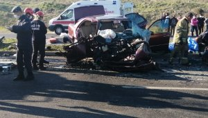 İzmir'de feci kaza: 2 ölü, 4 yaralı