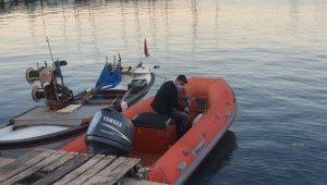 İzmir'de tekneden denize düşen 1 kişi aranıyor