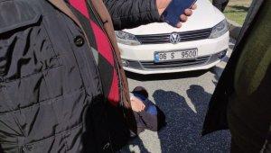 Kadın sürücünün çarptığı yaşlı kadına yoldan geçen sağlık görevlisi müdahale etti - Bursa Haberleri
