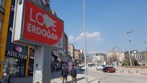 """Karabük ve Zonguldak'ta """"Love Erdoğan"""" görseli LED ekranlara yansıtıldı"""