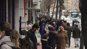 Kontrollü normalleşmenin ilk hafta sonunda sokaklar yine doldu