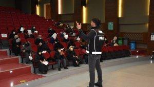 Konya'da narkotik polisinden Dünya Kadınlar Günü'nde eğitim