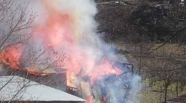Köy evi yangında kullanılamaz hale geldi