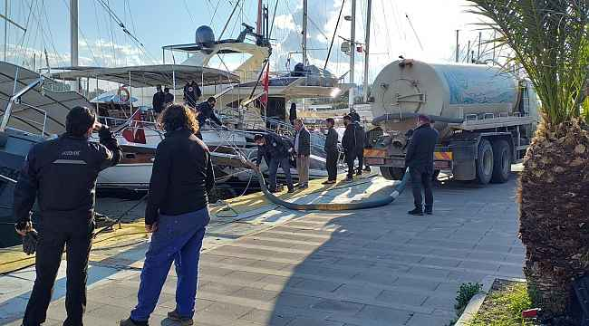 Milyon dolarlık tekne bir anda yan yattı
