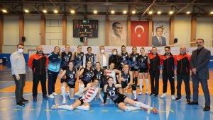 Nevşehir Belediyespor Kadın Voleybol takımı, Antalyaspor'u rahat geçti