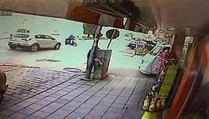 Otomobil ile elektrik bisiklet böyle çarpıştı; 1 yaralı - Bursa Haberleri