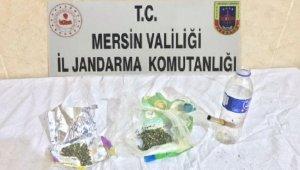 Otomobilde uyuşturucu kullanan 2 kişi yakalandı