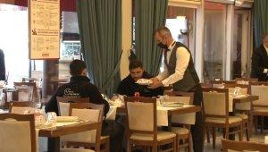 """Restoranları açılan işletmeciler sevinçli: """"Sektör olarak dün gece uyumadık desek yeridir"""""""