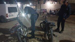 Reyhanlı'da çalıntı motosikletler denetim yapan polise takıldı