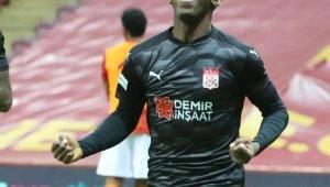 Sivasspor'da Max Gradel kırmızı kart gördü!