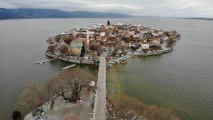 Sular yükseldi, tarihî köy yine ada oldu - Bursa Haberleri