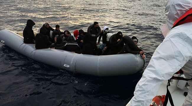 Yunan Sahil Güvenliği 28 göçmeni Türk karasularına itti