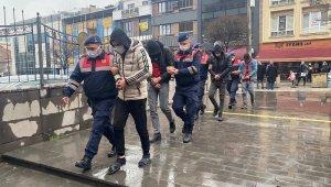 40 bin TL'lik 2 ton çalıntı kabloyla yakalanan 5 kişi tutuklandı