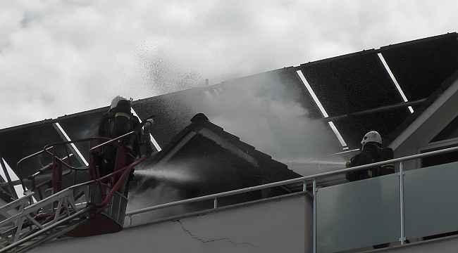 5 yıldızlı bir otelin çatı katında çıkan yangın korkuttu