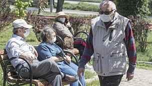 65 yaş üstü kararı tepki çekti... Aşılamaya rağmen kısıtlamaya dahil edildiler