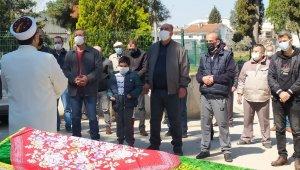 Hayatın en acı karesi... 8 yaşında annesinin cenaze namazını kıldı - Bursa Haberleri