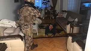 """Ankara merkezli 8 ilde uyuşturucu satıcılarına """"Vadi"""" operasyonu: 81 gözaltı"""