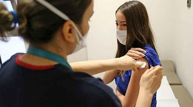 Aşı olan 15 milyon kişiden yalnızca 2 bin 500'ü koronaya yakalandı