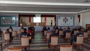 "Aslanapa'da ""En İyi Narkotik Polisi Anne"" semineri"