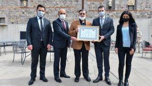 ASTOP'tan bir ödül de Ankara Kent Konseyi Kale Çalışmaları Meclis Başkanı Yahnici'ye