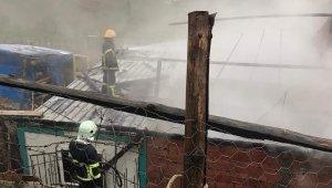 Ayancık'ta yangında bir ev kullanılamaz hale geldi
