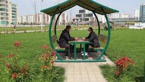 Bağlar'da parklar yaşama renk katıyor